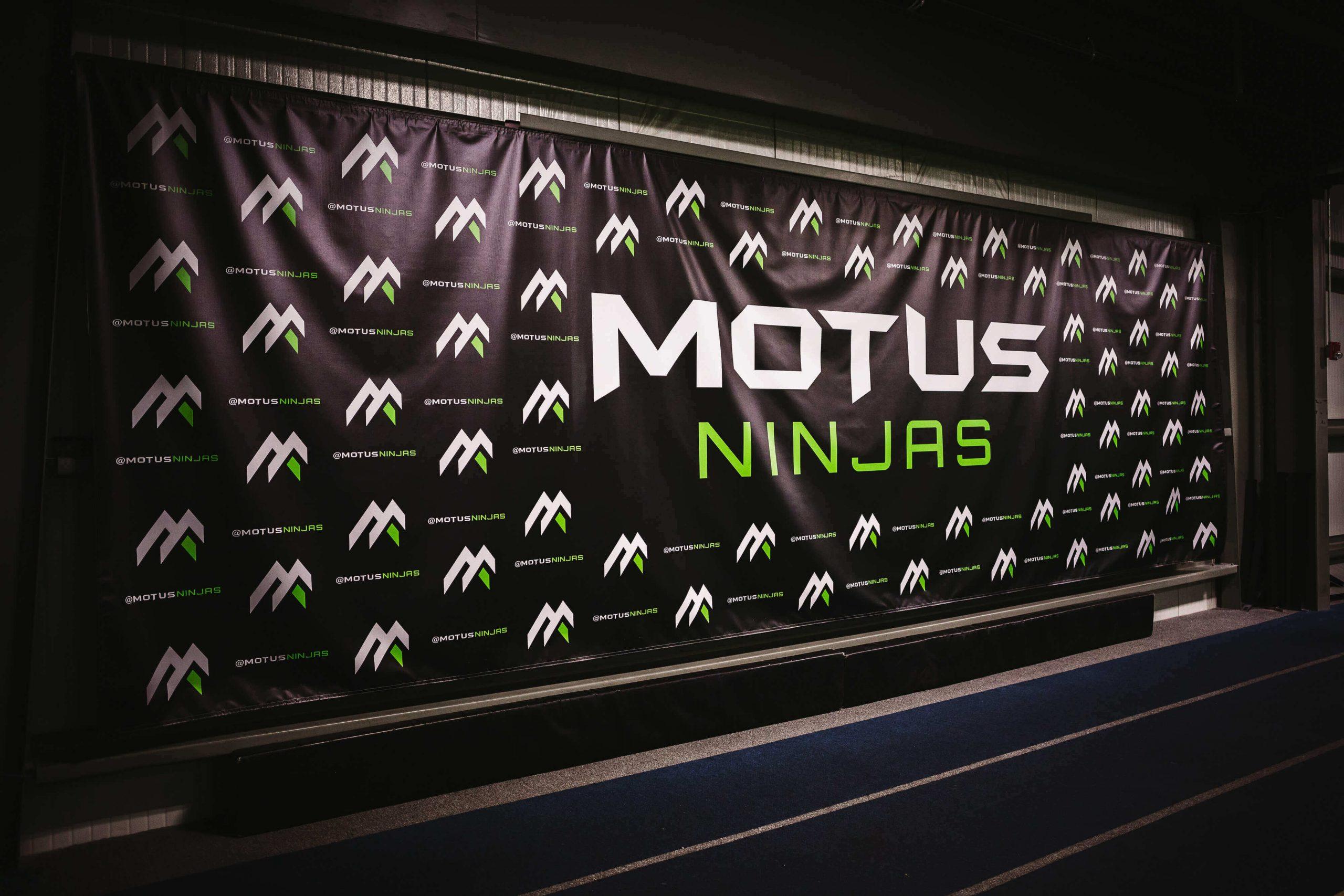 Motus Banner