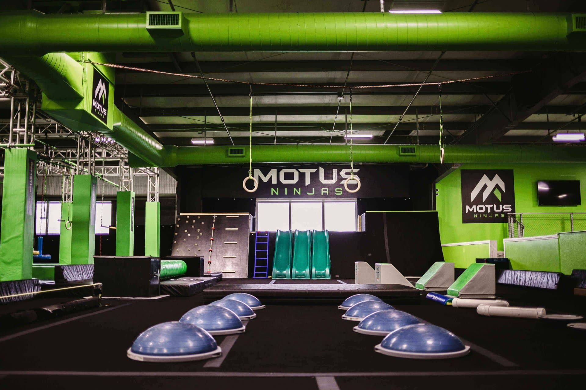 Motus course obstacles